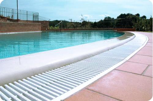 Canalina di sfioro piscina