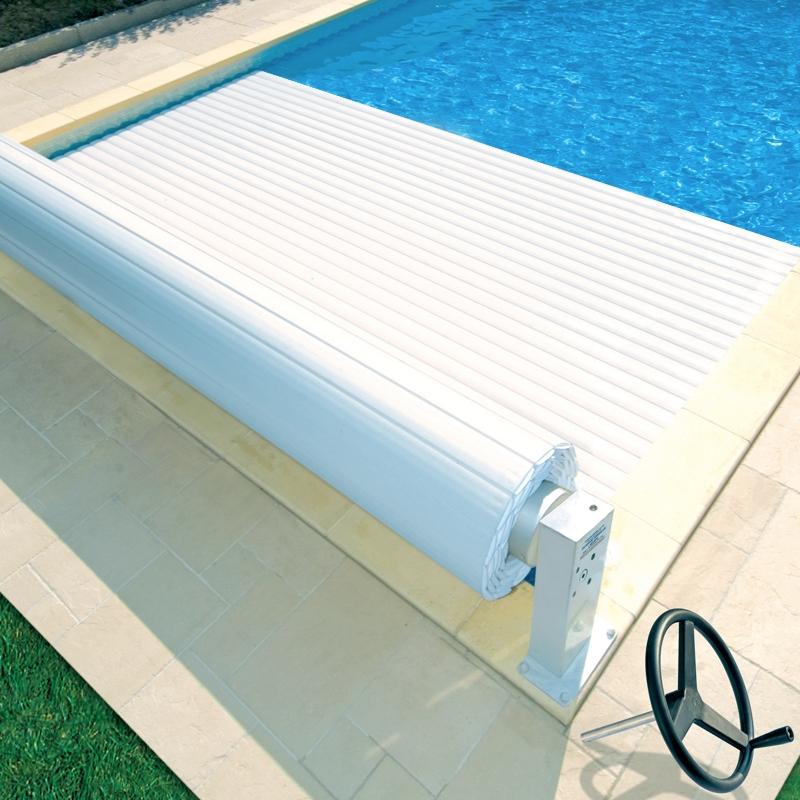 Copertura a tapparelle MANU di sicurezza per piscine rettangolari  BSVillage.com