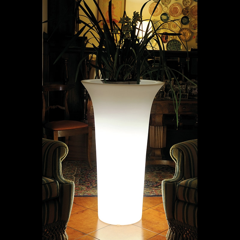 Vaso luminoso da giardino in resina flos for Arredamento luminoso