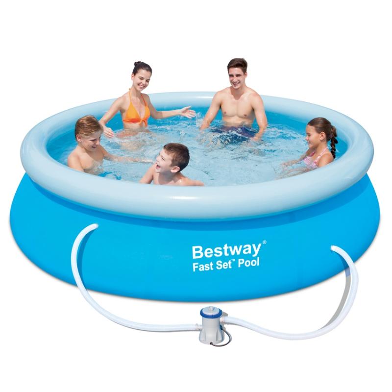 Piscina rotonda rigida semplice e comfort in una casa di for Bestway piscine catalogo