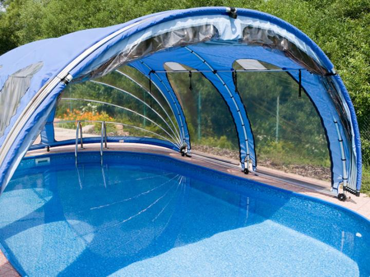 Copertura telescopica per piscina azuro ovale for Plexiglass pool enclosure