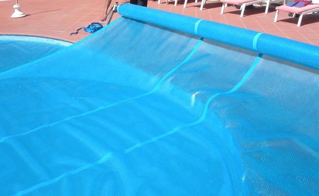 Copertura per piscina estiva isotermica a bolle bubble advance for Teli per piscine