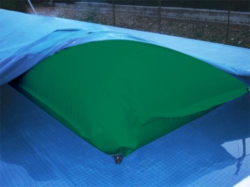 Come preservare la copertura invernale della piscina - Salsicciotti per piscina ...