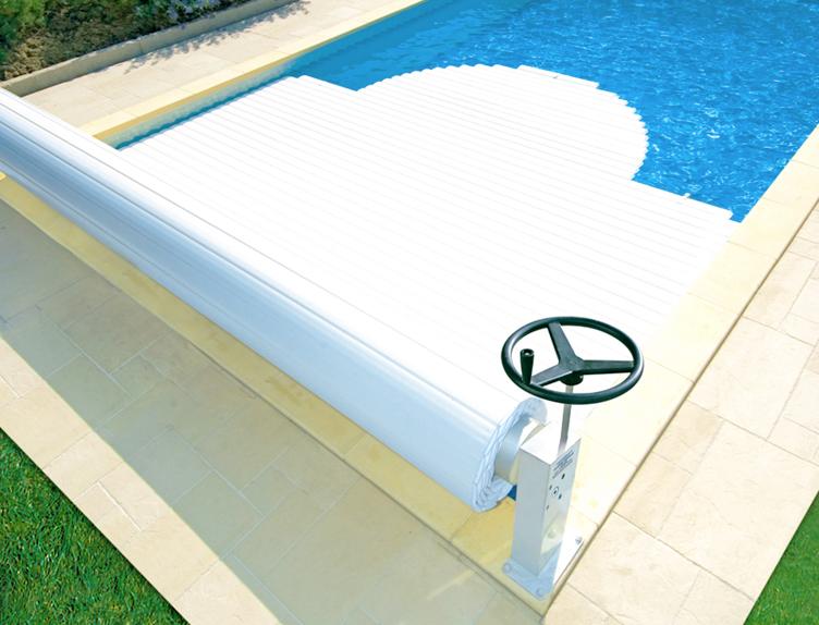 Copertura di sicurezza per piscina MANU a tapparella fuori acqua