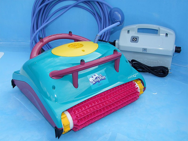 Robot piscina Dolphin SWIFT by Maytronics