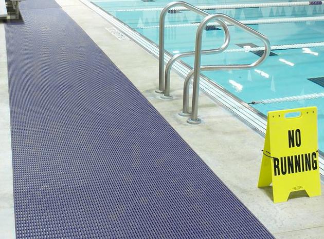 Tappetino antiscivolo pavimenti piscina