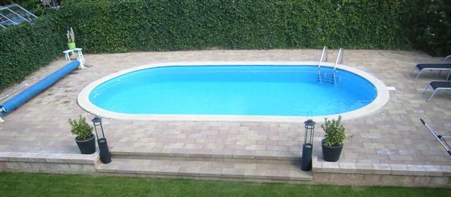 Installazione della piscina Olivia