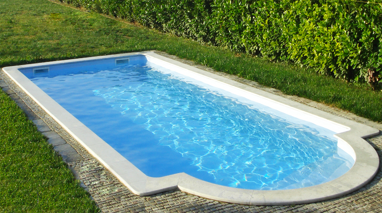 Piscina interrata in vetroresina VEGA 880 - 8,80 x 3,60 fondo piano h 1,50 m  BSVillage.com