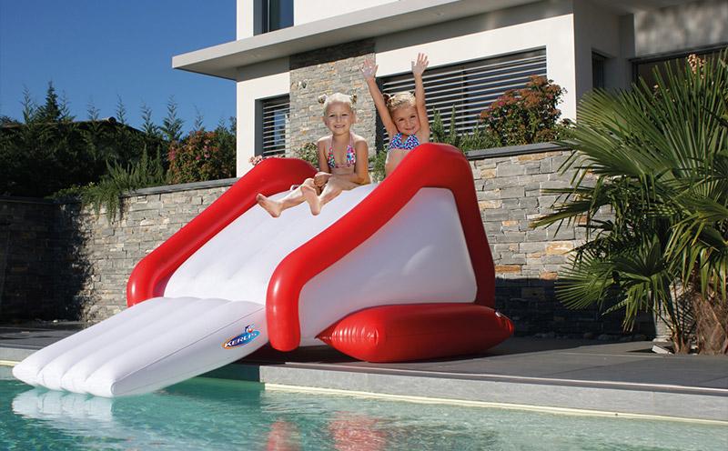 Scivolo gonfiabile TOBO per piscina con idrogetto integrato