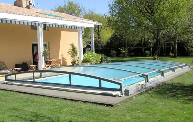 Copertura telesecopica abris per piscina for Attrezzi piscina