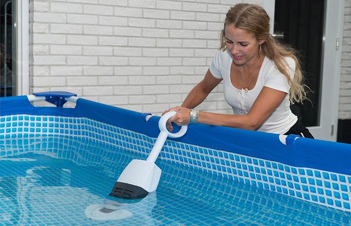 Aspiratore manuale per piscina POOL ACCU CLEANER a batteria