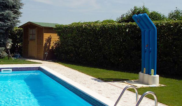 Doccia solare Scultura in polietilene, capienza 150 litri