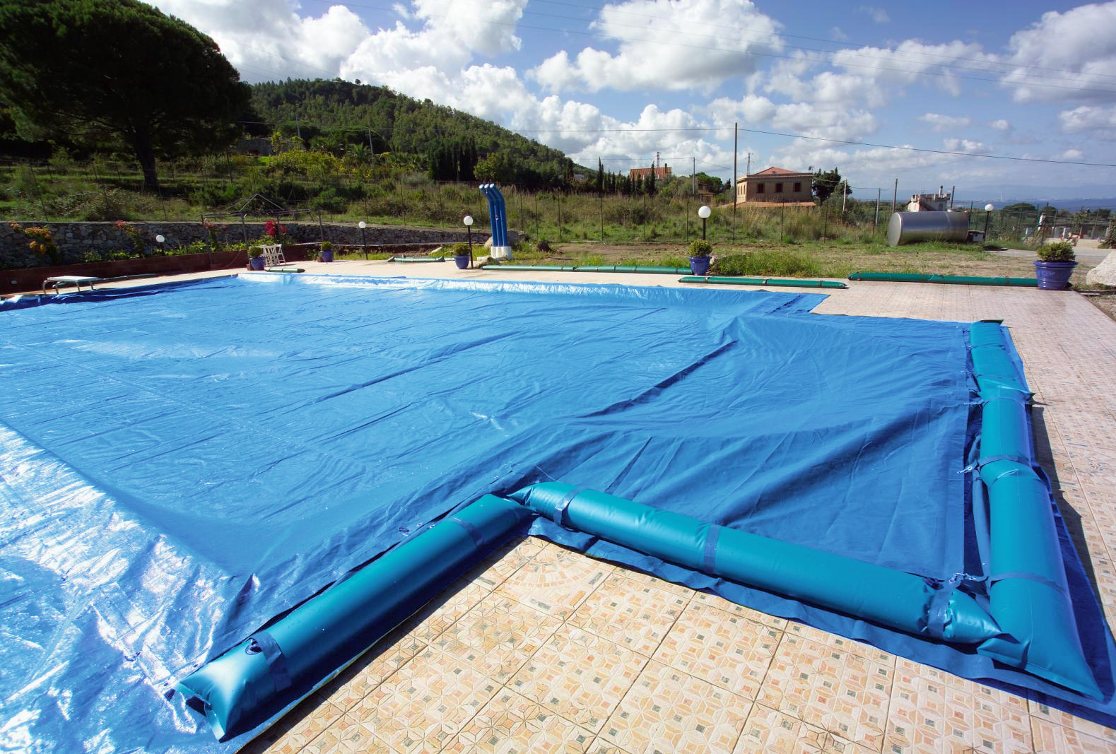 Copertura invernale piscina azzurra