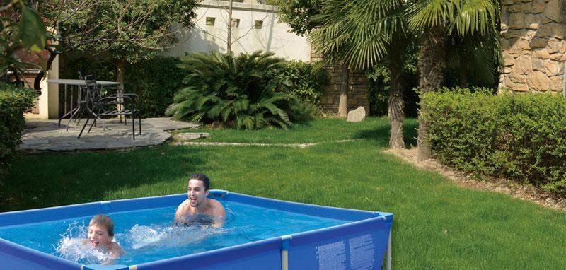 piscina fuori terra con struttura jilong
