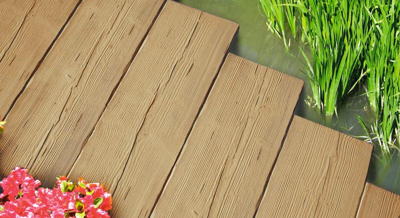 Pavimentazione effetto legno giardino