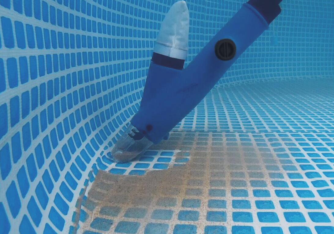 Aspiratore elettrico per piscina NETSPA CLEANER alimentato a batteria