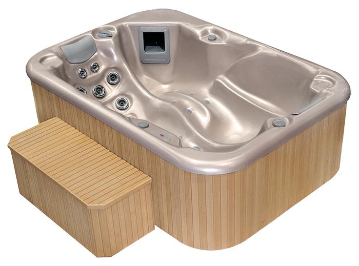 Idromassaggio spa con cornice in legno