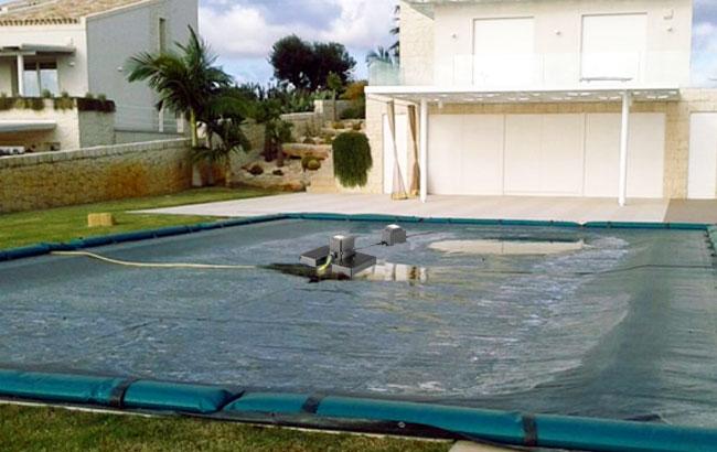 Pompa sommersa per lo svuotamento del telo invernale piscina
