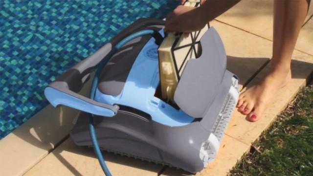 Robot dolphin Zenit Maytronics per piscina
