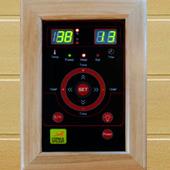 Doppio pannello di controllo digitale per impostare durata e temperature prima e durante la sauna