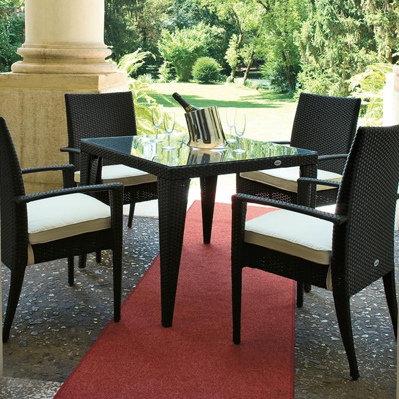 Set pranzo da giardino in wicker swing con cuscini per for Tinozze da giardino